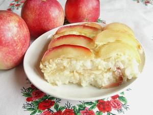 Рисовая бабка с яблоками в мультиварке