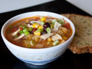 Мексиканский куриный суп с кукурузой и бананами