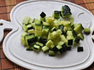 «Салат с тунцом, свежим огурцом и яйцом»