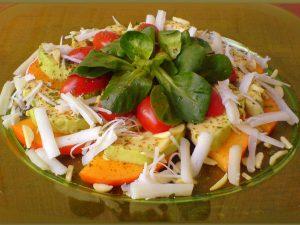 Салат «Свежесть» с капустой и курицей