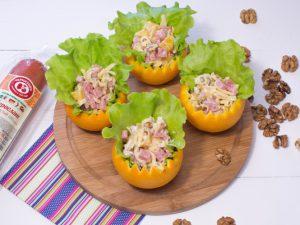 Салат в апельсинах с сервелатом по-Черкизовски