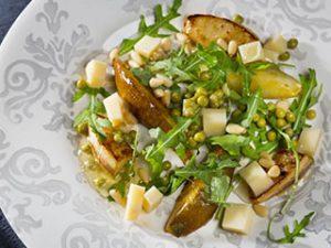 Горошек по-парижски с зеленой фасолью и яйцом