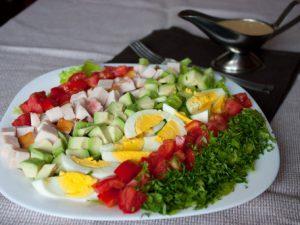 Салат с грудинкой и авокадо