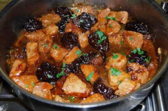 рецепт говядина тушеная с черносливом