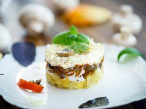 Постные грибы в салате с ананасом