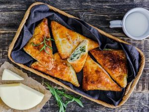 Пирожки с сулугуни и зеленью