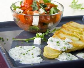Морской окунь в картофельной панировке в луковом соусе