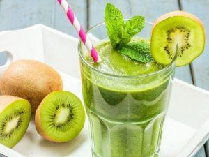 Зелёный смузи с киви и медом