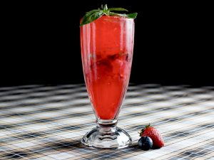 Лимонад «Базилик-ягоды»