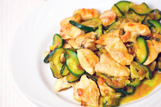 Рецепт соте из кабачков и курицы