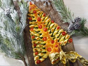 Рождественская выпечка с песто и вялеными томатами
