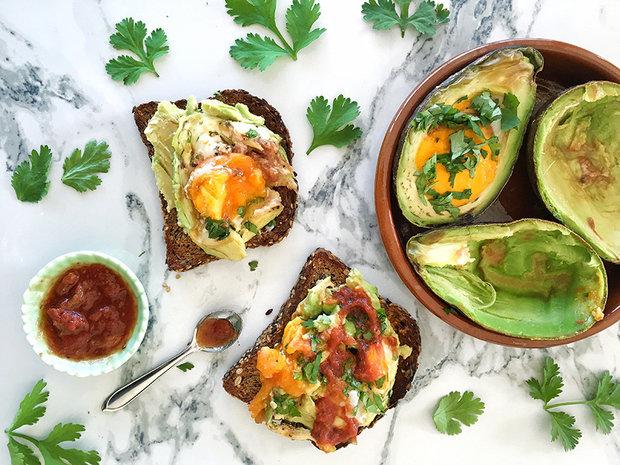 Яйца в авокадо