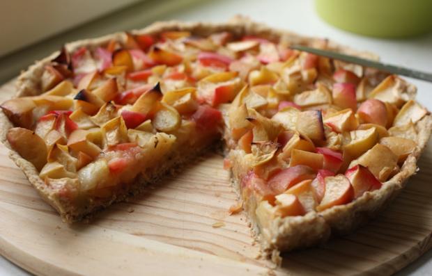 Пирог с яблоком и киви