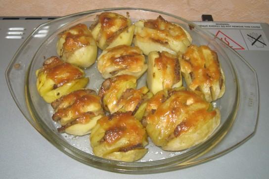 Печеный картофель с салом в микроволновке