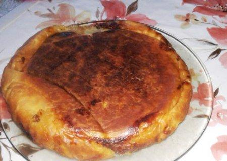 Слоеный пирог с мясом и картофелем в мультиварке