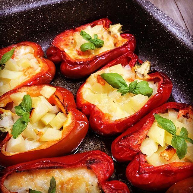 Фаршированный овощами запеченный перец