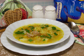 Мясной суп с пшеном, кольраби и кабачком