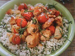 Тушенные овощи с рисом и изюмом