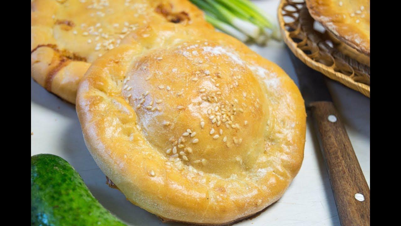 Дрожжевые булочки с колбасой и сыром