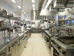 Производственный стол для кухни общепита: особенности, назначение, преимущества