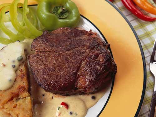 Стейк из говядины со сливочным соусом