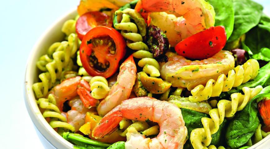 Итальянский салат с фузилли