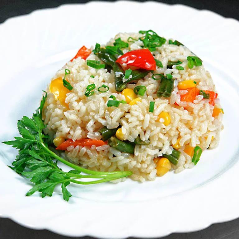 Салат с цыпленком, моцареллой и печеной сливой