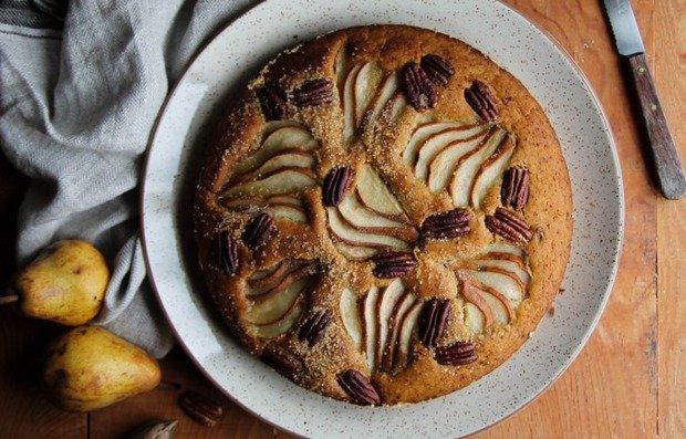 Грушевый пирог с орехами пекан