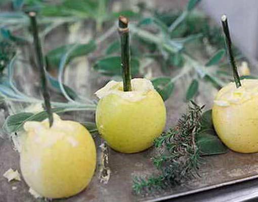 Яблоки, фаршированные творогом с лимонной цедрой