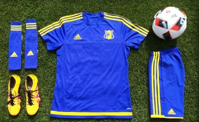 Лучшая футбольная экипировка представлена в нашем интернет магазине