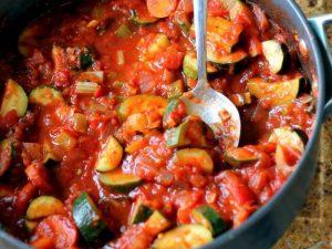 Кабачки, тушеные с морковью и луком и помидорами