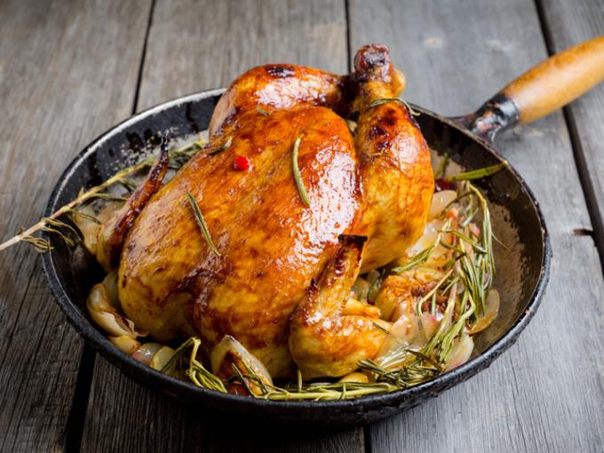 К праздничному столу: цыпленок на виноградной подушке