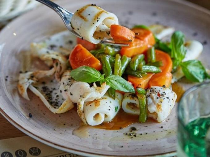 Блюдо дня: кальмары с овощами по-китайски
