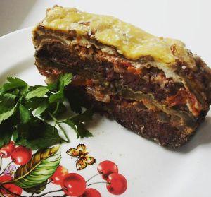Блюдо из мясного фарша и баклажан
