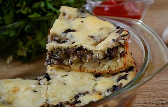 Пирог заливной с грибами на кефире – шикарная закусочная выпечка за час!