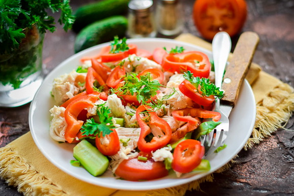 Диетический салат с куриной грудкой без майонеза