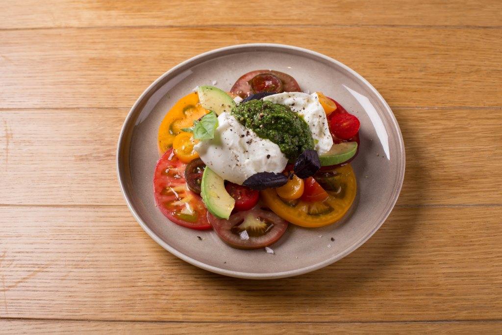 Салат с козьим сыром и арбузом