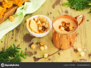 Крем-суп из лисичек с хрустящей барабулькой
