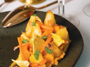 Салат из запеченной тыквы, ананаса и сладкого картофеля
