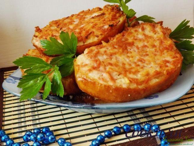 Горячие бутерброды с картофелем и шпикачками