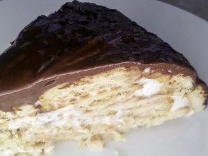 Вкусный торт без выпечки из печенья с фруктами