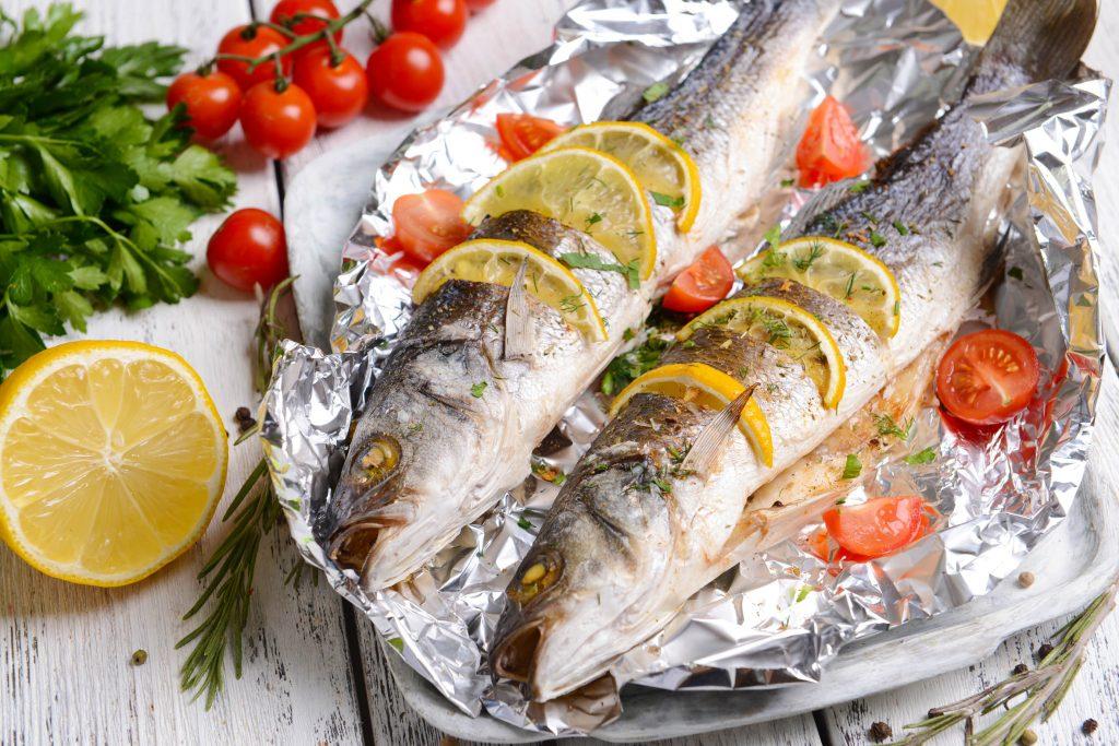 Картинки рыба запеченная в фольге в духовке