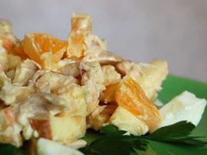 Салат с апельсинами, сыром и яйцом