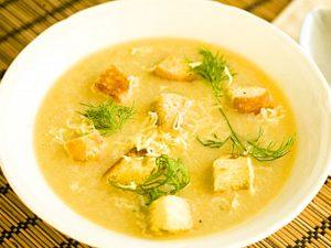 Как приготовить овощной суп с сырными гренками