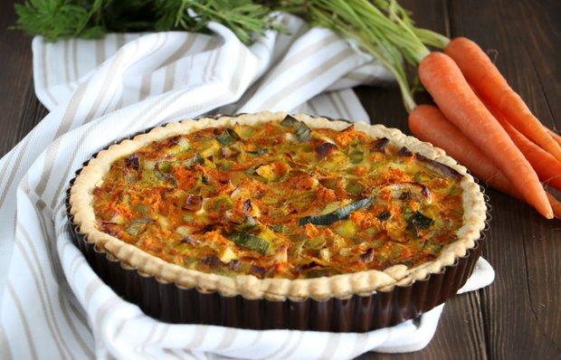 Киш с луком-пореем и морковью