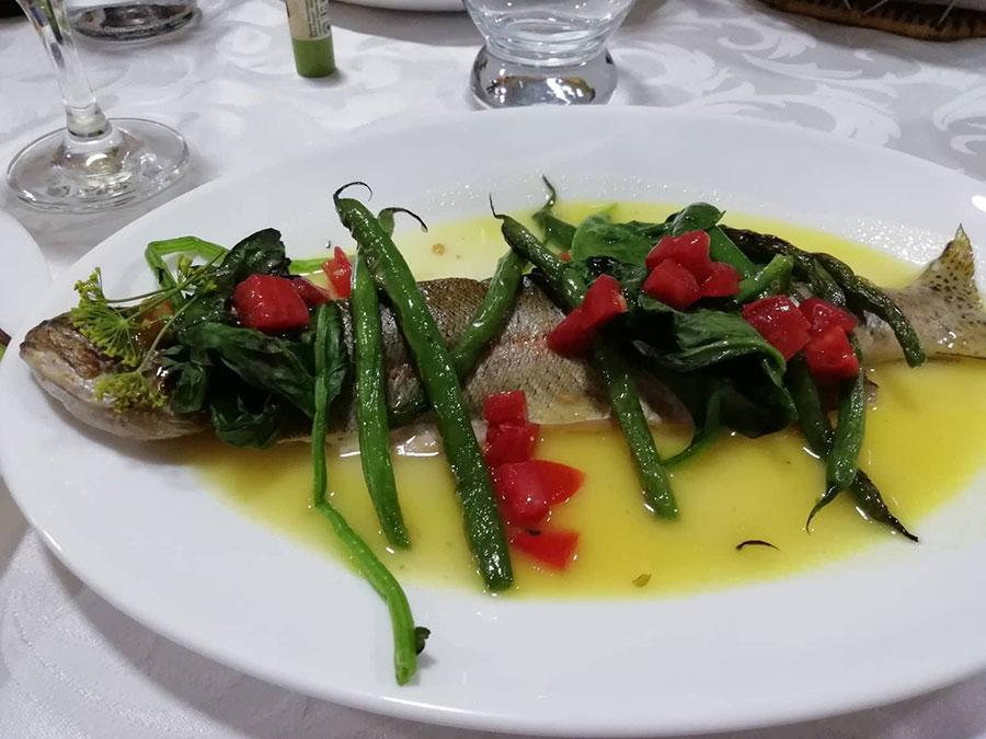 Запеченная форель с зеленью: пошаговый рецепт от шеф-повара