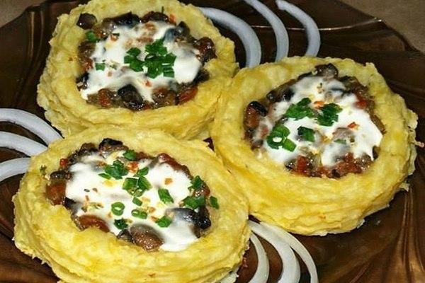 Картофельные гнезда с шампиньонами
