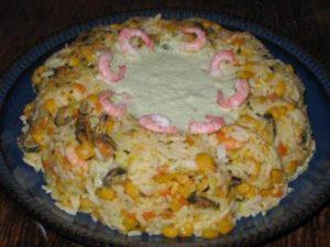 Салат рисовый с мидиями