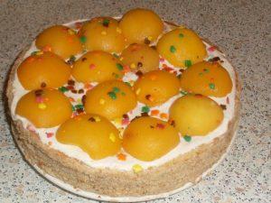Персиковый торт из готовых коржей