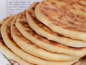 Вкусная и быстрая лепешка на сковороде вместо хлеба